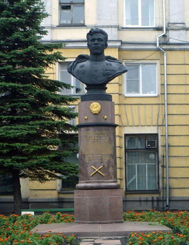 Памятник дважды герою Советского Союза А.П. Шилину