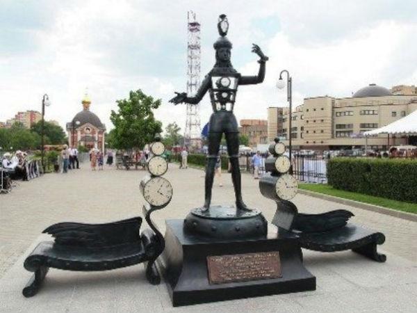 монумент «Время»
