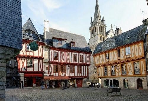 Vannes (Ванн), Бретань, Франция - достопримечательности, путеводитель, туристический маршрут по городу с картой