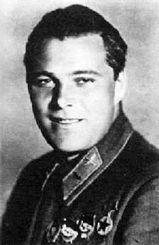 Летчик Анатолий Серов