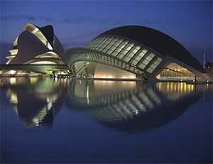 Ciudad de Las Artes y Las Ciencias также обязательно нужно посмотреть в Валенсии