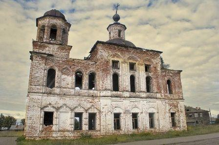 Церковь Богоявления Господня в деревне Ляли