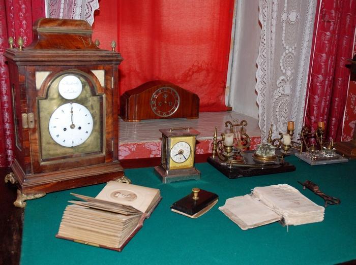 Письменный стол XIX века