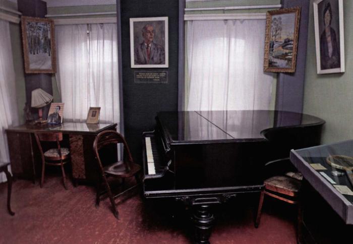 Внутри дома-музея Н.Н. Асеева