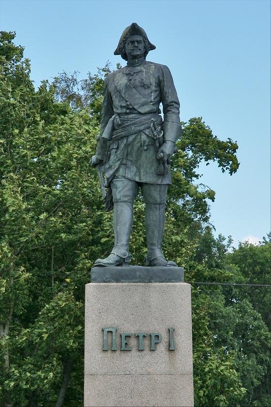 Памятник Петру 1 на петровской пристани