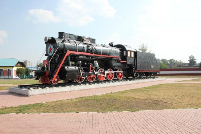Паровоз «Чёрная стрела» и ж/д вокзал Бийска