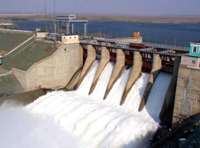 Плотина Ириклинского водохранилища