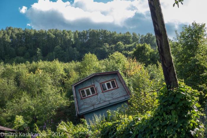 фотографии горда Горбатов. Падающий дом на улице Горького