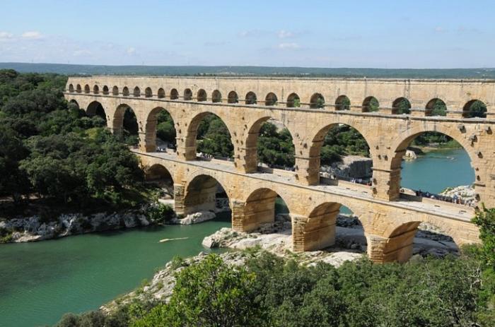 Акведук Пон-дю-Гар