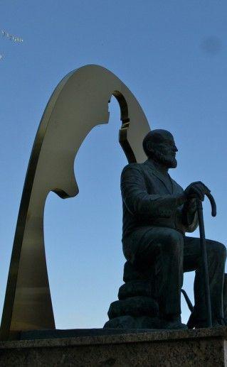 памятник Лобсангу Рампе в Кемерово фотография