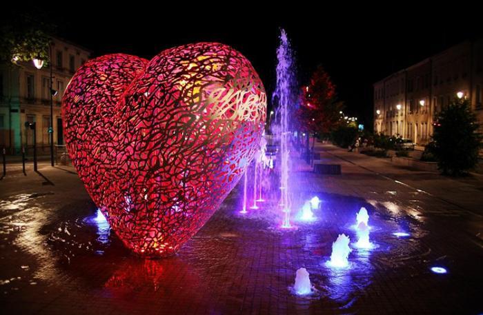 Сердце в фонтане