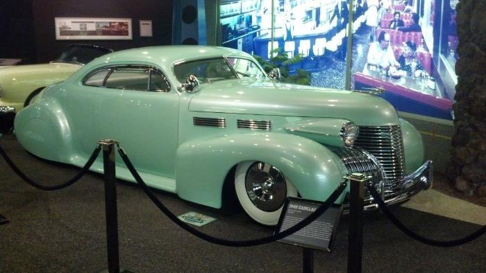 Машина в музее
