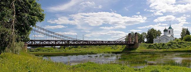 Цепной висячий мост города Остров
