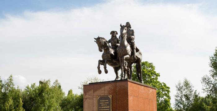 Памятник Петру I и Александру Меньшикову