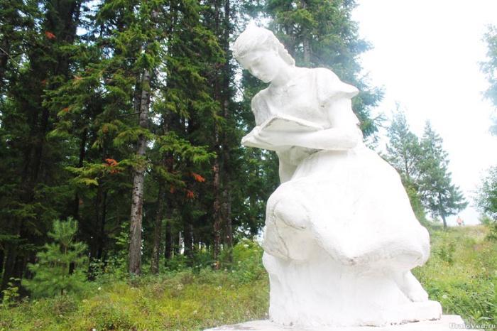 Скульптура на территории санатория