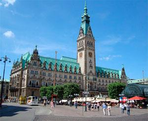 Городская ратуша - вот что обязательно нужно посмотреть в Гамбурге