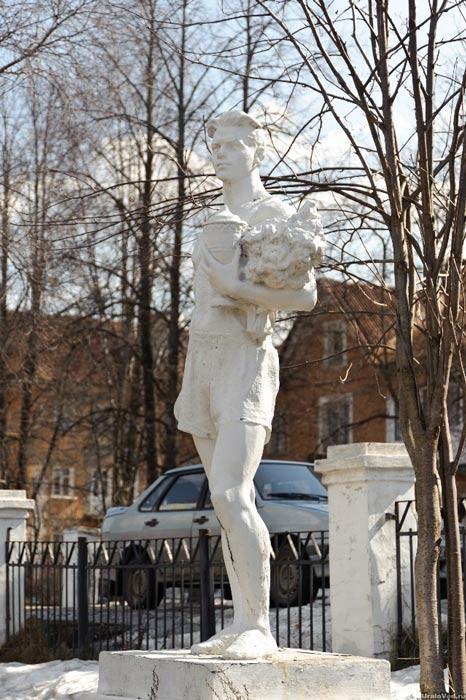 Советская гипсовая скульптура