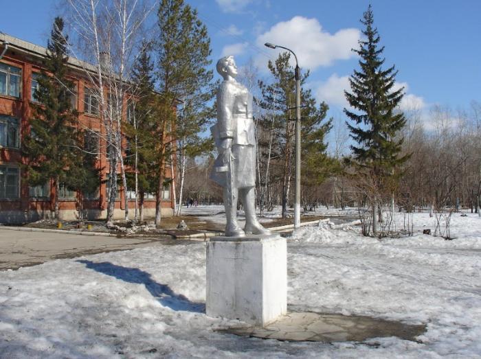 Памятник Зое Космодемьянской, Бердск