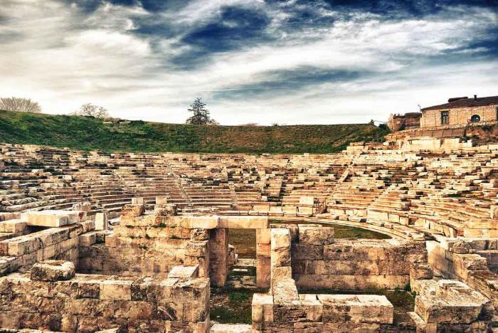 Древний театр Ларисы