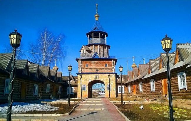 Надвратная церковь Онуфрия Великого. Вятские поляны