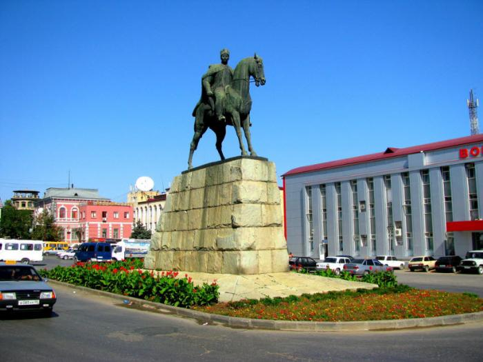 Памятник Махачу Дахадаеву