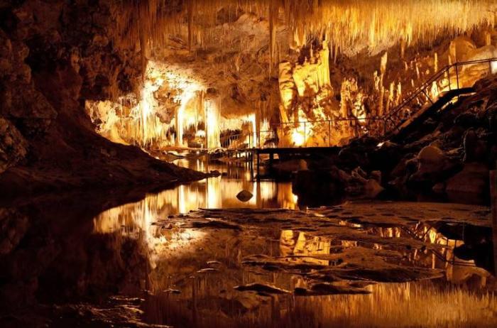 Пещеры в долине реки Маргарет Перт