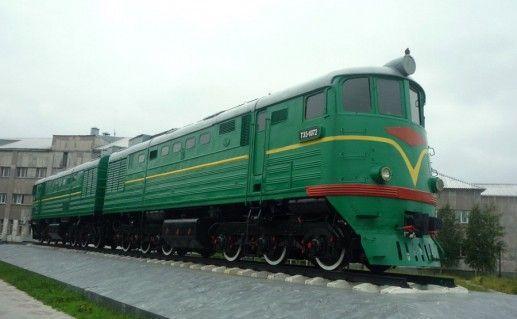 фотография памятника первому поезду в Сургуте