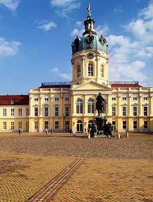 Шарлоттенбург также нужно посмотреть в Берлине