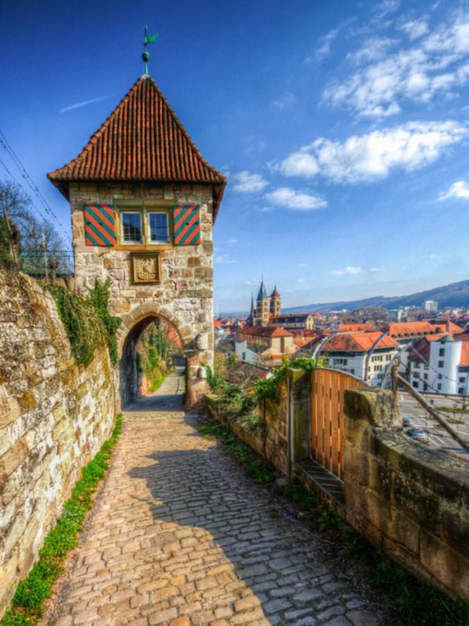 Средневековая башня городских укреплений