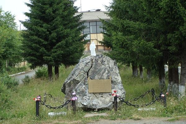 Памятный знак в честь 40-летия Победы советского народа в Великой Отечественной войне