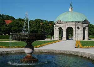 Хофгартен также является популярной достопримечательностью Мюнхена в Германии