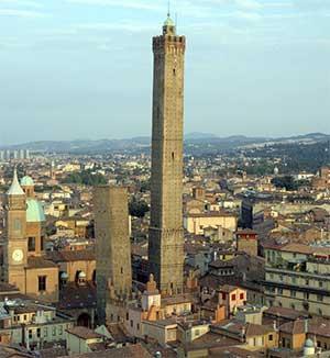 Башня Асинелли в Болонье