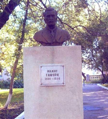 Бюст М.Гафури