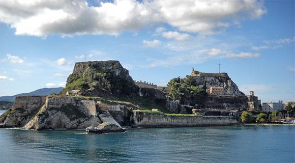 Дтоспримечательности Корфу в Греции - старая крепость