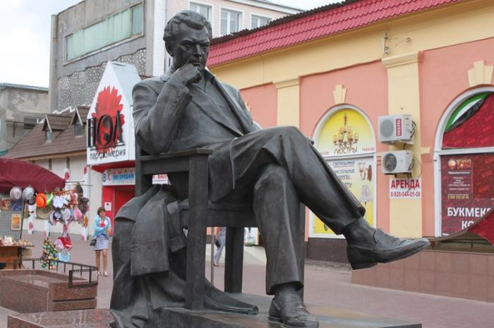 Памятник Бондарчуку