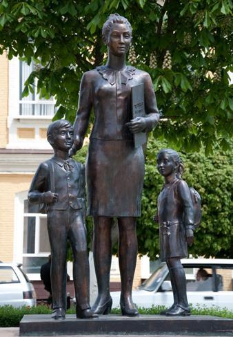 Памятник первому учителю