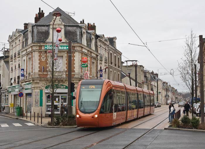 Трамвай на улицах Ле-Мана