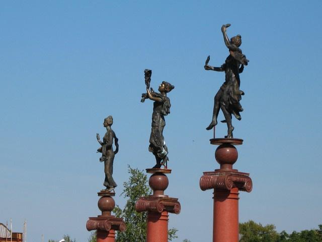 Памятник шести музам и Аполлону, Биробиджан