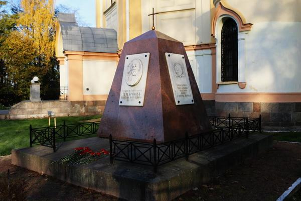 надгробие могилы инженера, генерал-лейтенанта путей сообщения Аполлона Алексеевича Серебрякова