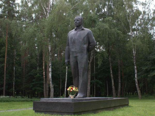 монумент Гагарину