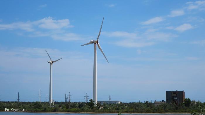 ветрогенераторы-на-месте-первой-солнечной-электростанции