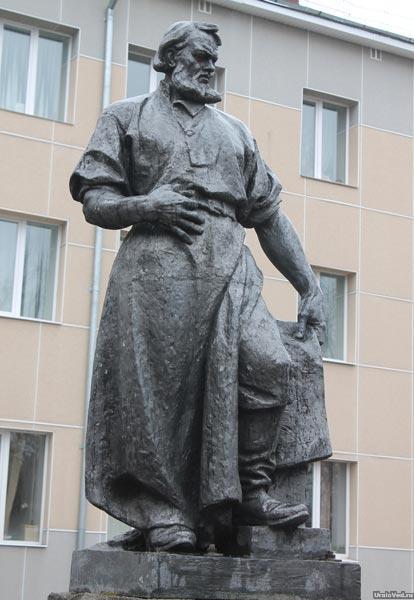 Памятник Игнатию Софонову в Алапаевске