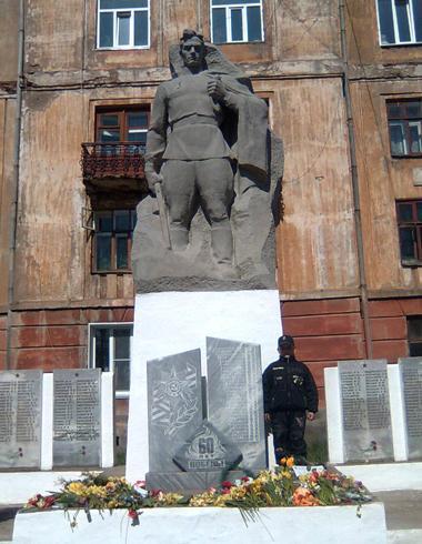 Памятник воинам-землякам в посёлке Вахруш
