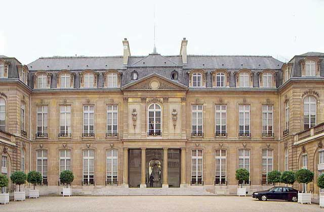 ЕЛИСЕЙСКИЙ ДВОРЕЦ (1718), резиденция президента Франции (с 1873). IGDA/W. Buss