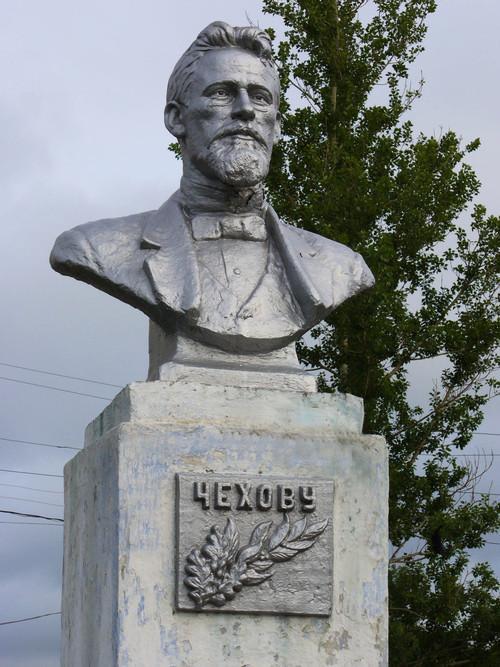 Бюст А.П.Чехова скульптора А.Н.Ни в городе Александровск-Сахалинский. Фото 2006 г.