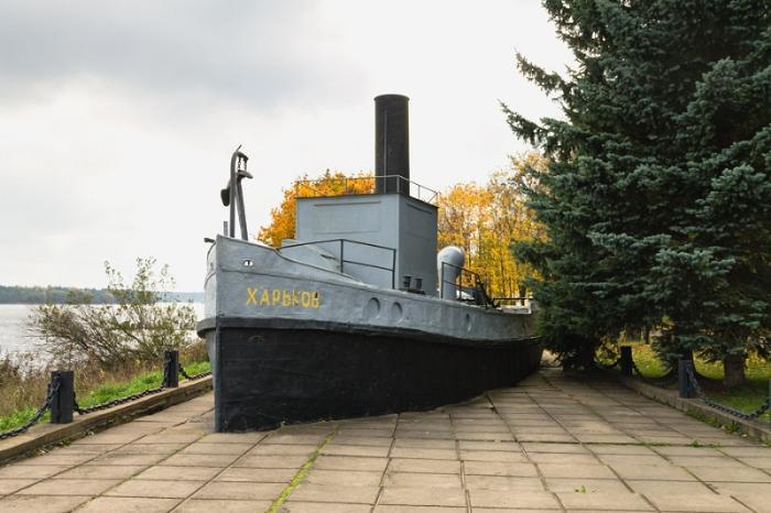Памятник Ладожской военной флотилии корабли