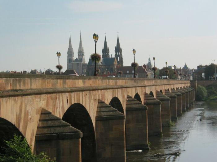 Красивый средневековый город Мулен