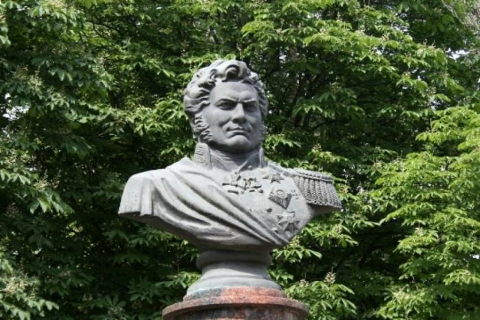 Памятник А.П. Ермолову
