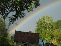 Сегодня шол проливной дождь, но потом выглянуло солнце и в небе появилось чудо природы - радуга.