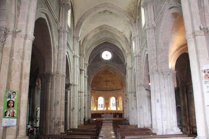 Интерьер церкви Сен-Лазар